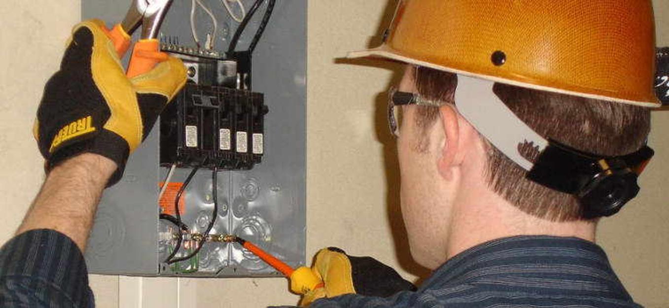 L'électricien sur un chantier