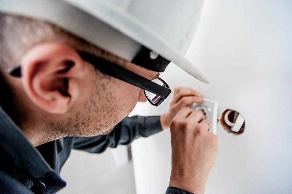 Contrôle et remise aux normes électriques : nos conseils