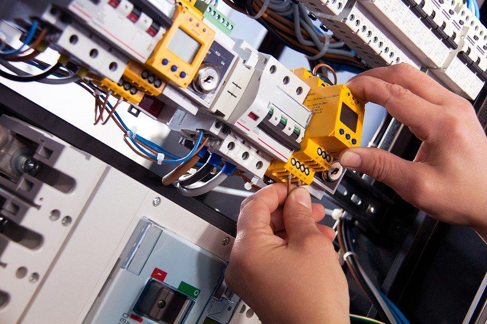 Pourquoi et comment faire rénover votre installation électrique ?