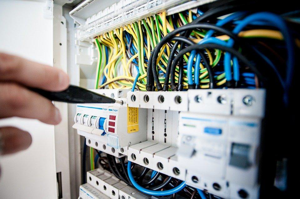 Ce qu'il faut savoir sur la remise aux normes de votre tableau électrique